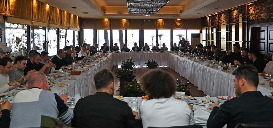 Başkanımız Ali Koç ve yöneticilerimiz Futbol A Takımımızın oyuncuları ve teknik heyetiyle yemekte bir araya geldi