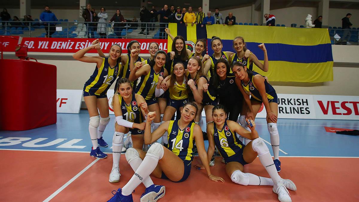 2. Lig'de mücadele eden Kadın Voleybol Takımımız, yarı final etabına yükselmeyi garantiledi
