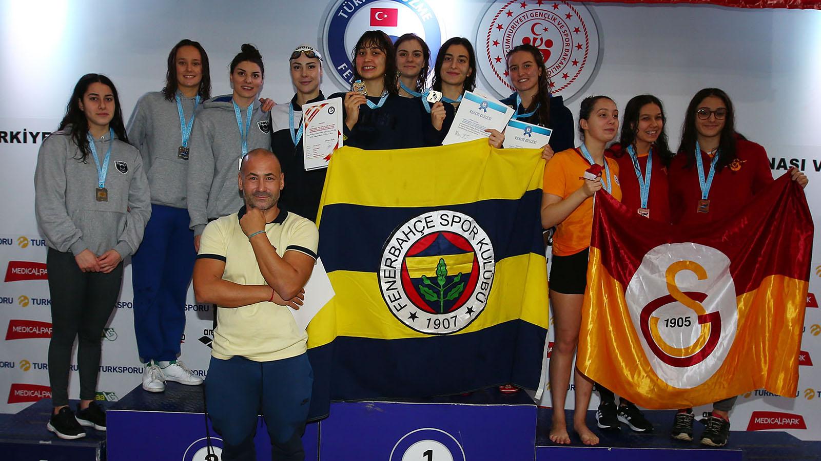 Yüzücülerimizden 4 Türkiye rekoru daha