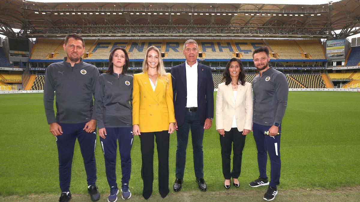Kadın Futbol Takımımızın İmza Töreni Gerçekleştirildi