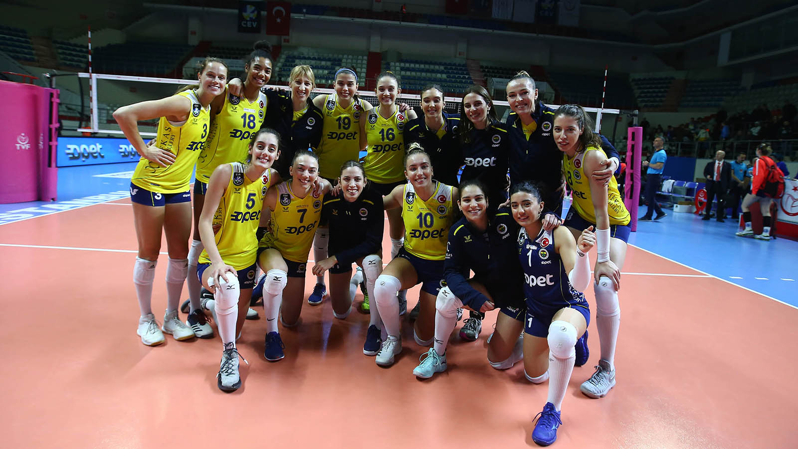 Fenerbahçe Opet, Beylikdüzü Voleybol İhtisas'la karşılaşıyor