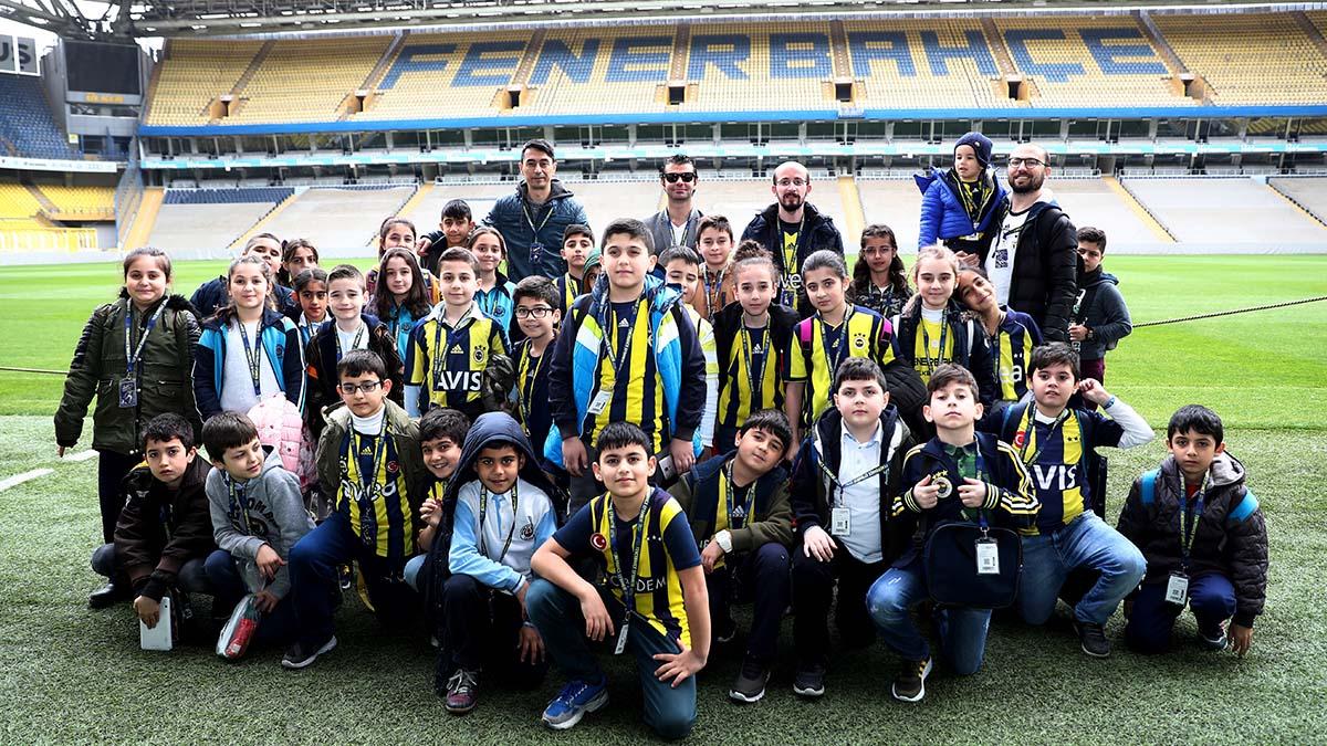 Okul Çocukları için Fenerbahçe Takımı Otobüsü ile 'Fenerbahçe Efsanesi Stadyum ve Müze Turu' Başlıyor