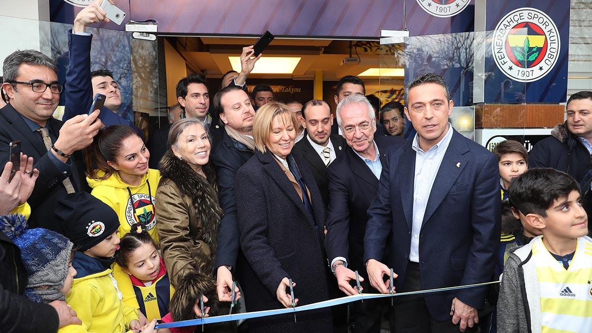 Başkanımız ve Yöneticilerimiz, Gaziantep Fenerbahçeliler Derneği lokalinin açılışını gerçekleştirdi