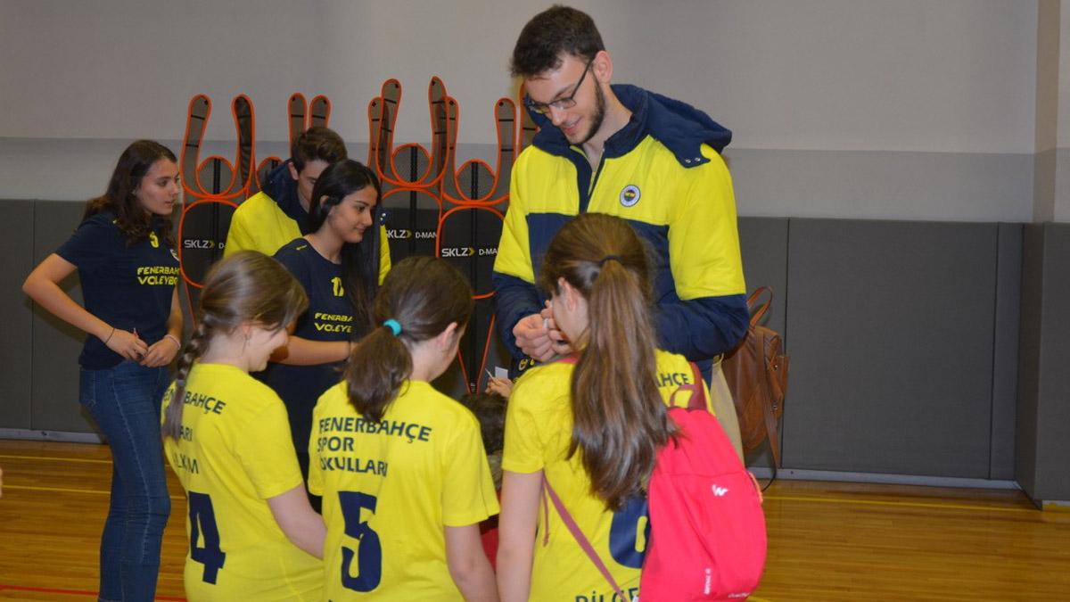 Erkek Voleybol Takımımız Fenerbahçe Ankara Balgat Voleybol Spor Okulumuzu Ziyaret Etti