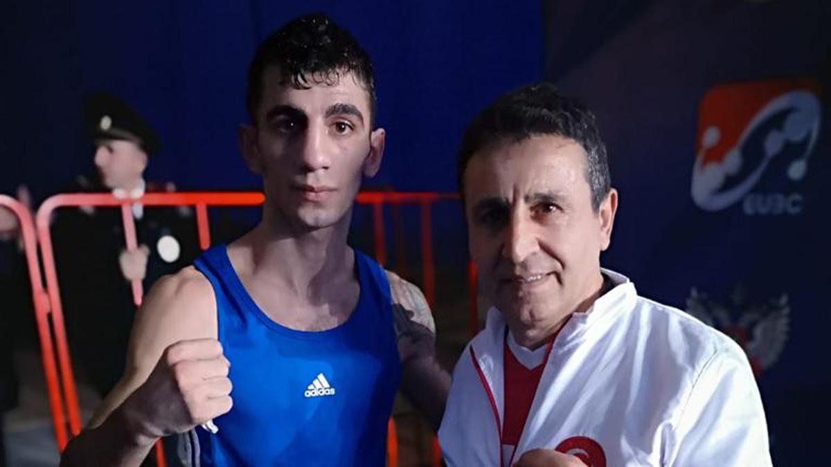 Milli boksörümüz Batuhan Çiftçi çeyrek finalde