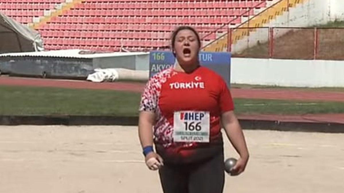 Bir altın madalya da Pınar Akyol'dan
