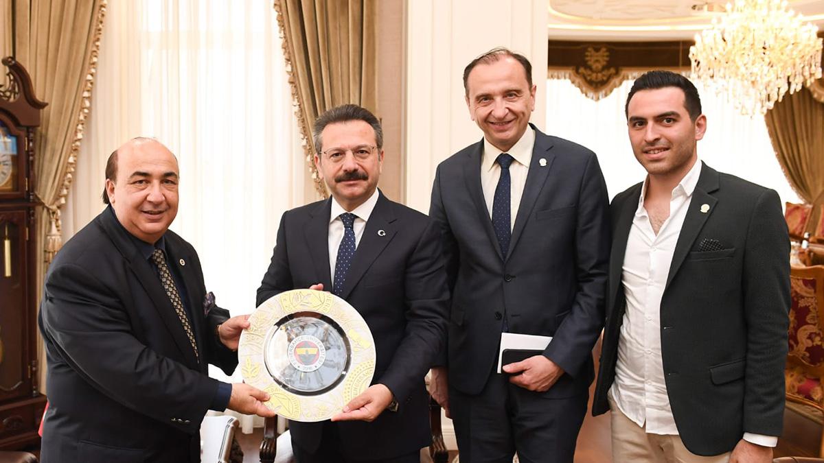 Fenerbahçe Üniversitesi tanıtım faaliyetleri Kocaeli ve Sakarya'da devam etti