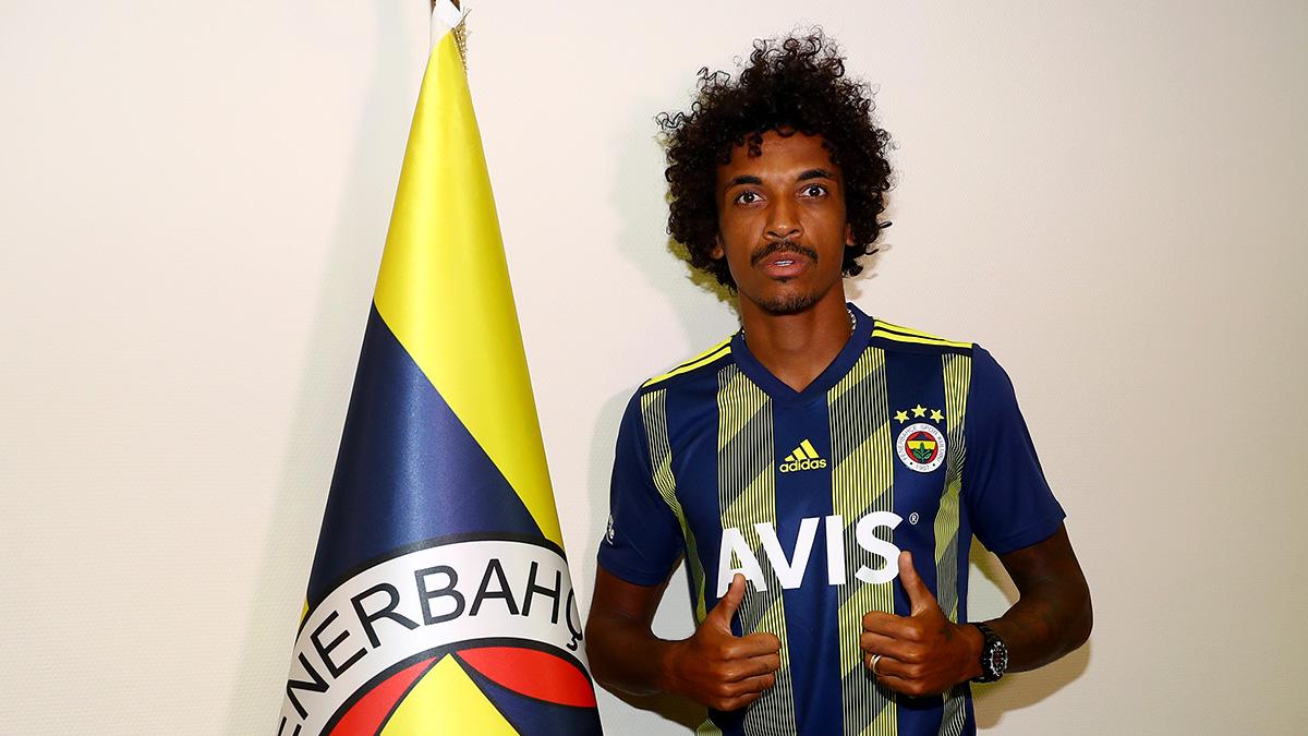 Luiz Gustavo: Bu büyük camiayı hak ettiği şampiyonluklara ulaştırmak için elimden geleni yapacağım