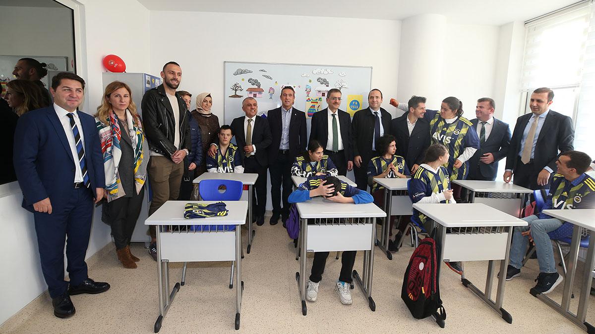 Başkanımız Ali Koç ve futbolcularımızdan okul ziyareti