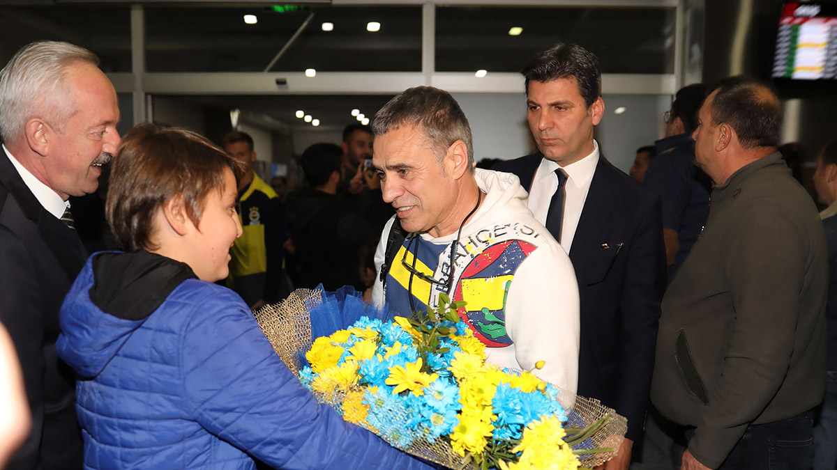 Futbol A Takımımıza Kayseri'de coşkulu karşılama