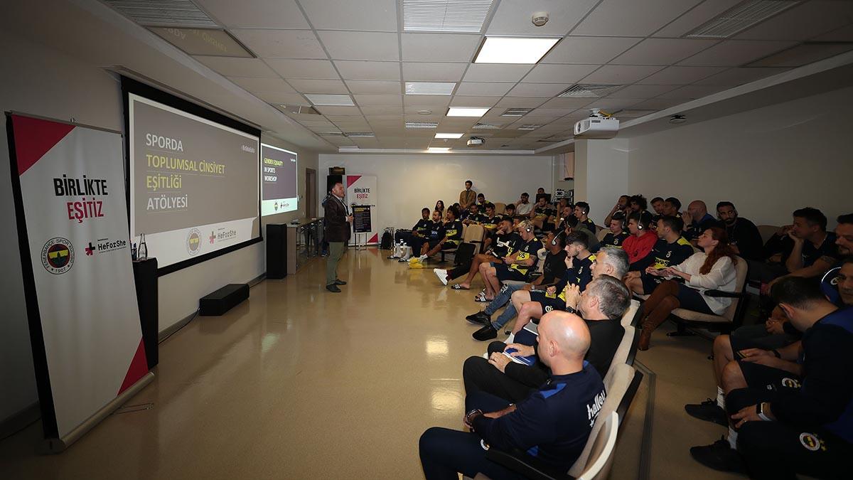 Futbolcularımıza toplumsal cinsiyet eşitliği semineri verildi