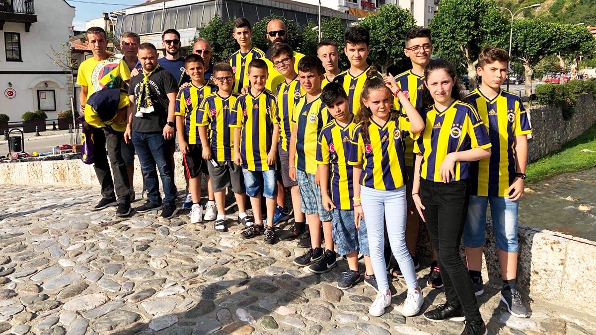 Prizren Fenerbahçeliler Derneği'nde çocuklarımıza forma dağıtıldı