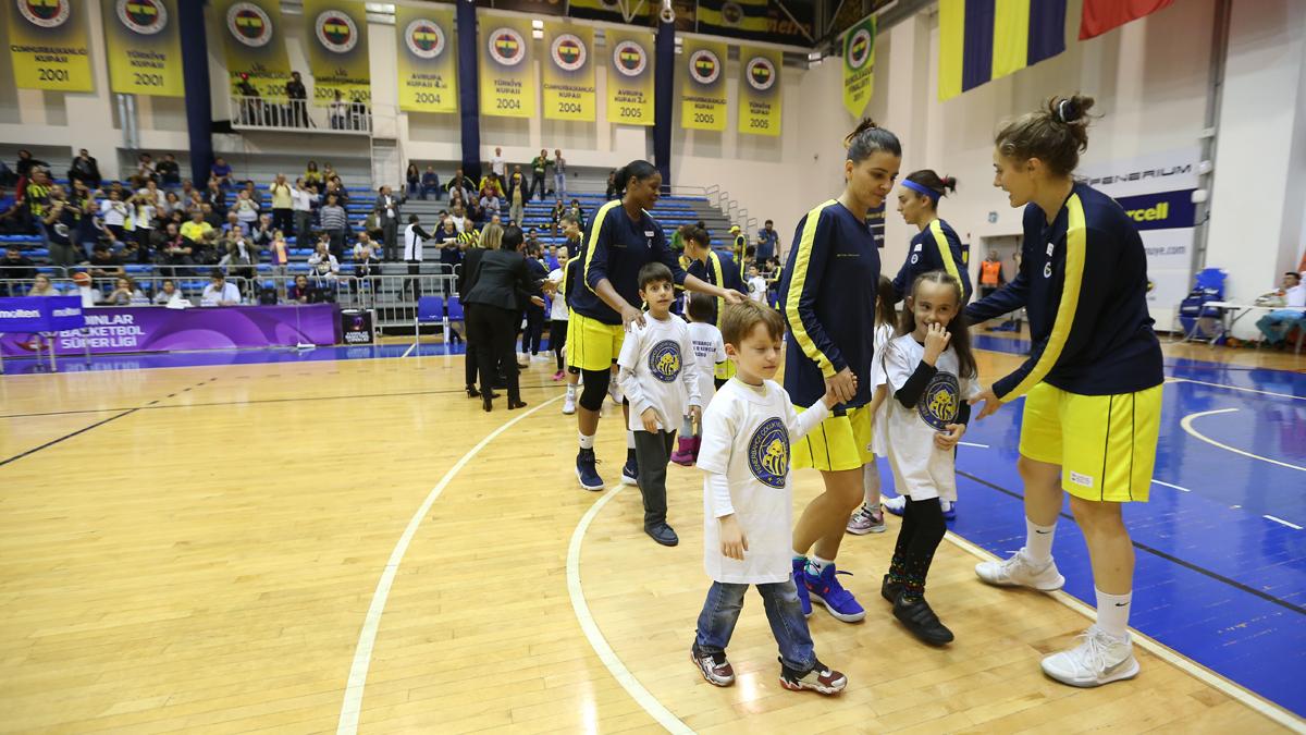 FBÇGK Katılımcıları, Kadın Basketbol Takımımızla seremoni heyecanı yaşadı