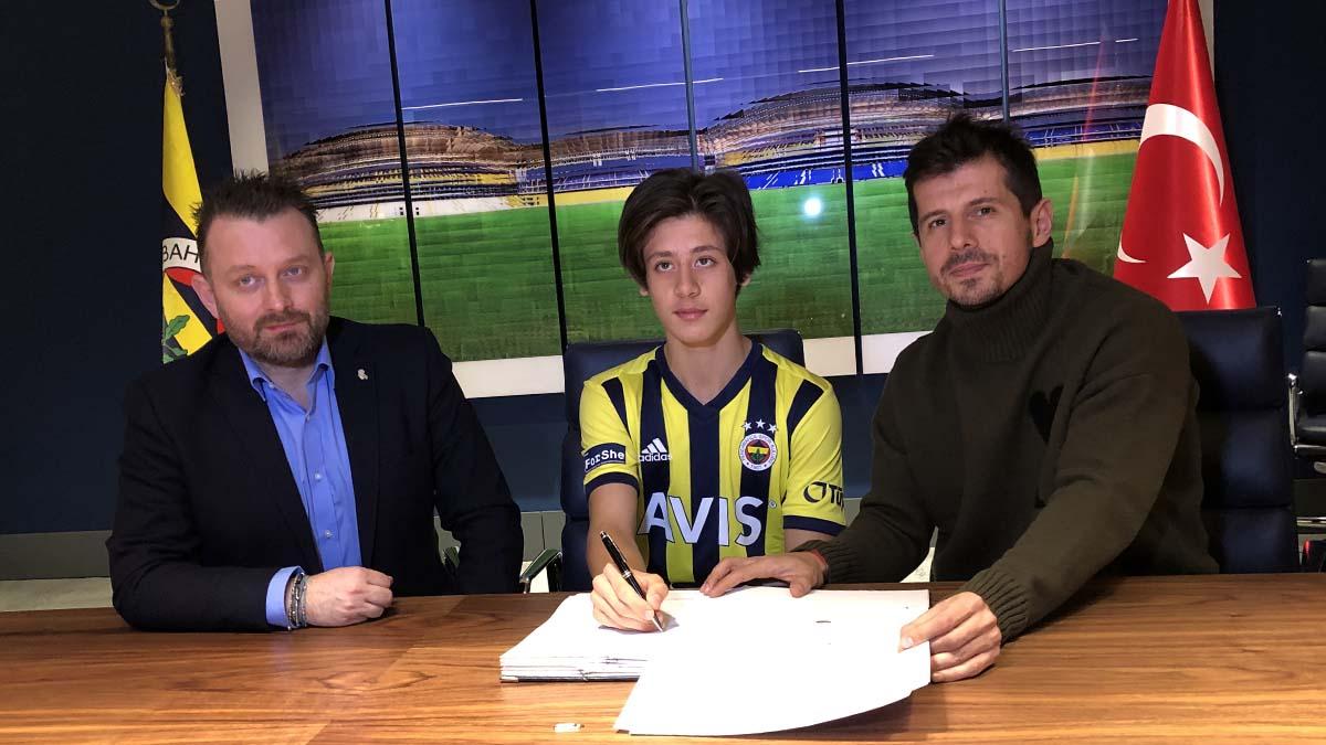 Altyapı futbolcumuz Arda Güler'le profesyonel sözleşme imzalandı