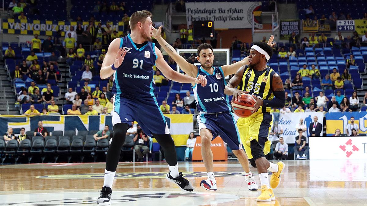 Fenerbahçe Beko çeyrek final serisinde 1-0 öne geçti