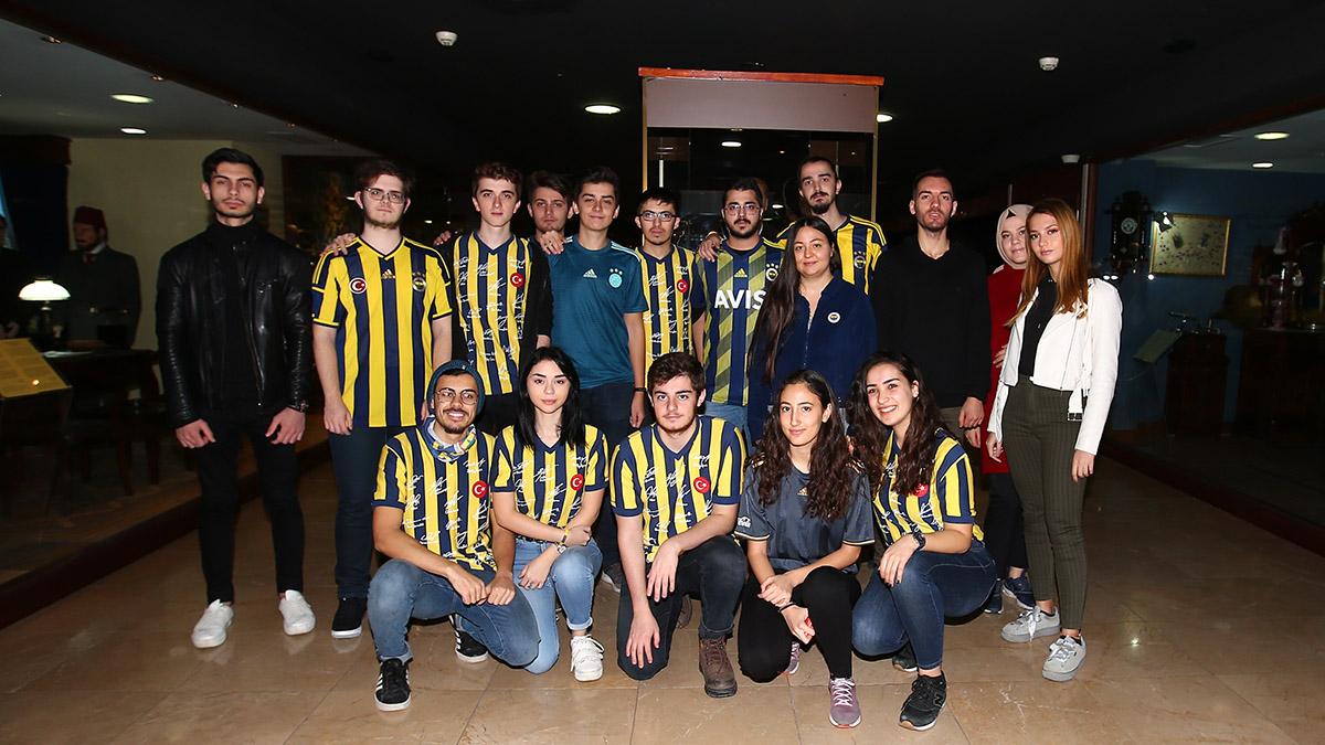 Fenerbahçe Üniversitesi öğrencileri Fenerbahçe Müzesi'ni gezdi