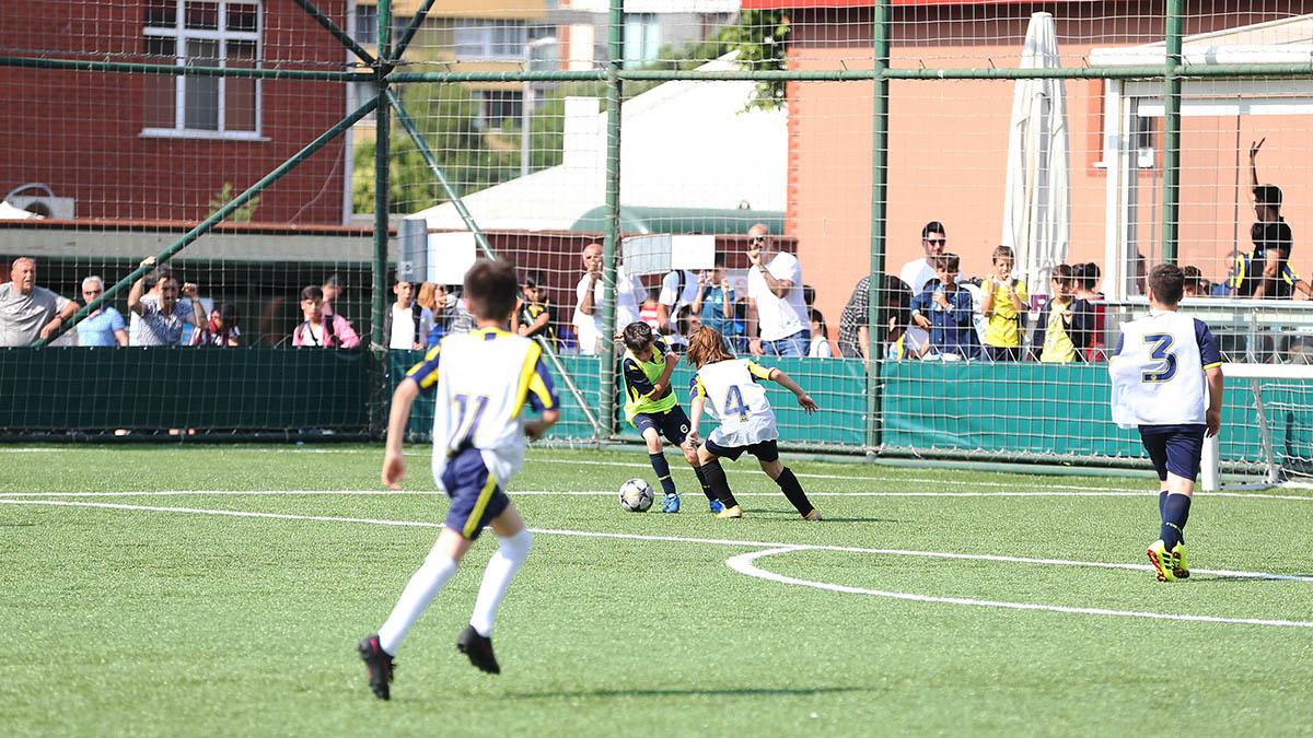 Fenerbahçe Spor Kulübü Futbol Altyapı Seçmeleri'ne yoğun katılım