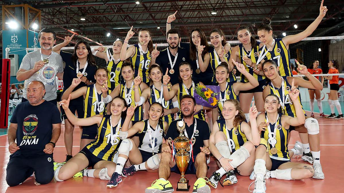 Yıldız Kız Voleybol Takımımız Türkiye Şampiyonu
