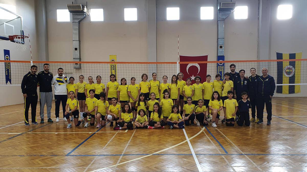 Fenerbahçe Spor Okulları basketbol ve voleybol kampı İzmir'de başladı