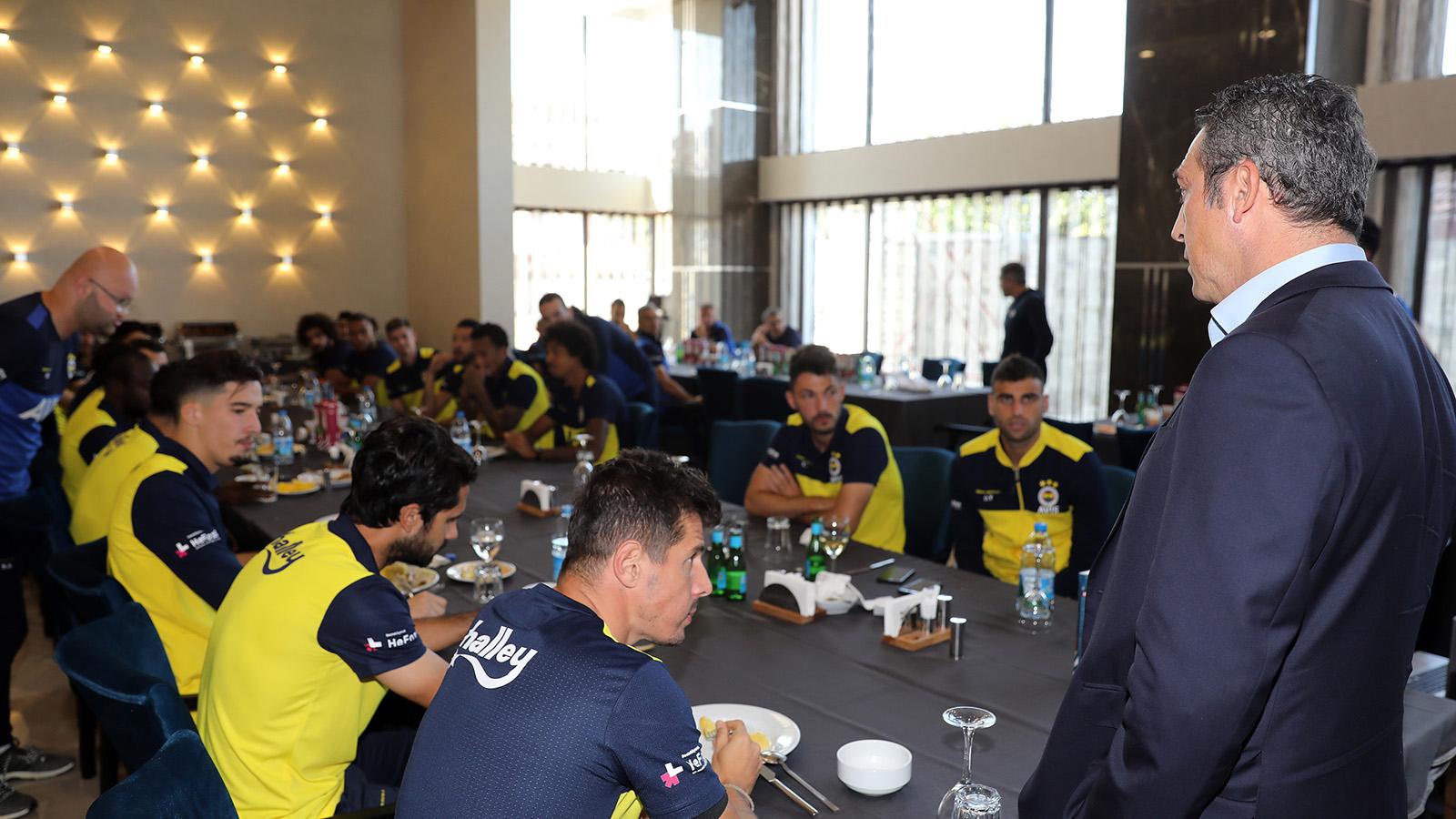 Başkanımız Ali Koç ve Yöneticilerimiz Futbol Takımımızla bir araya geldi