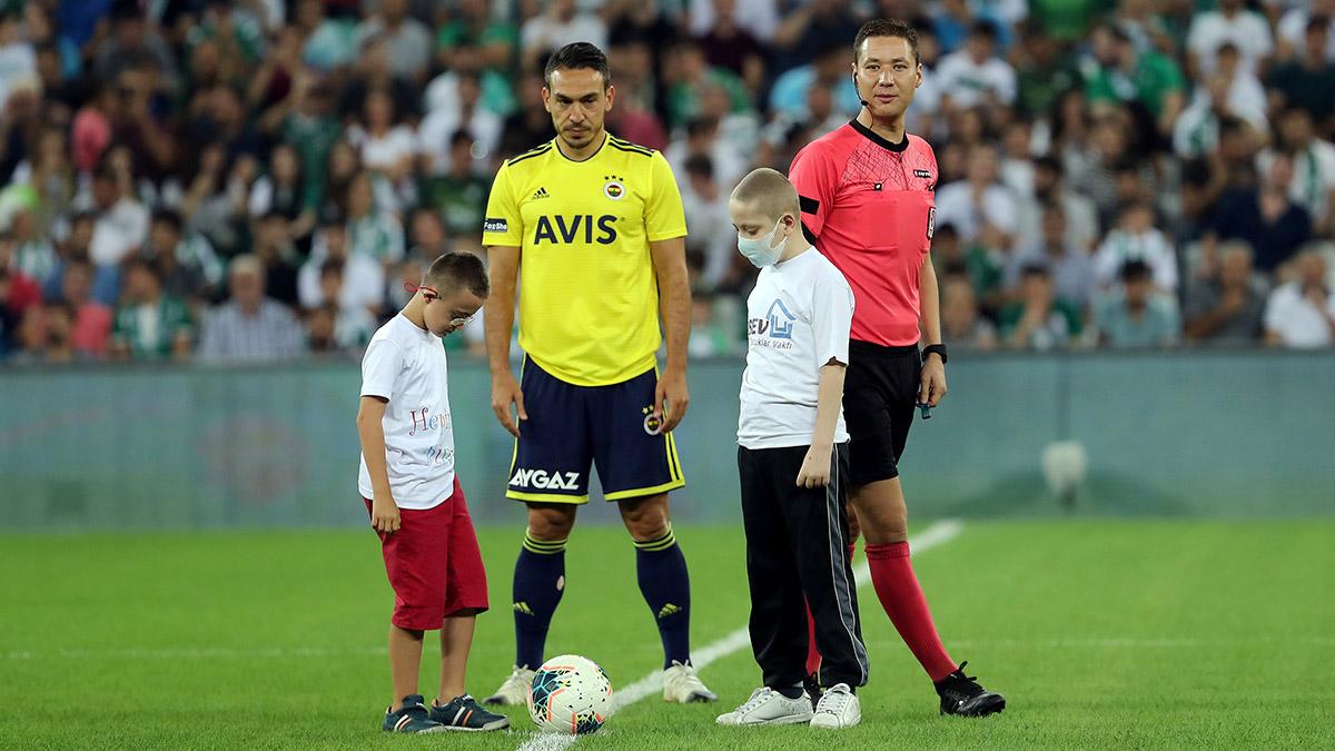 Fenerbahçemiz çocuklar için sahaya çıktı