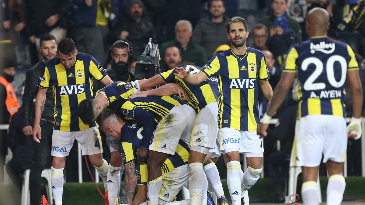 Fenerbahçemiz Galatasaray'ı konuk ediyor