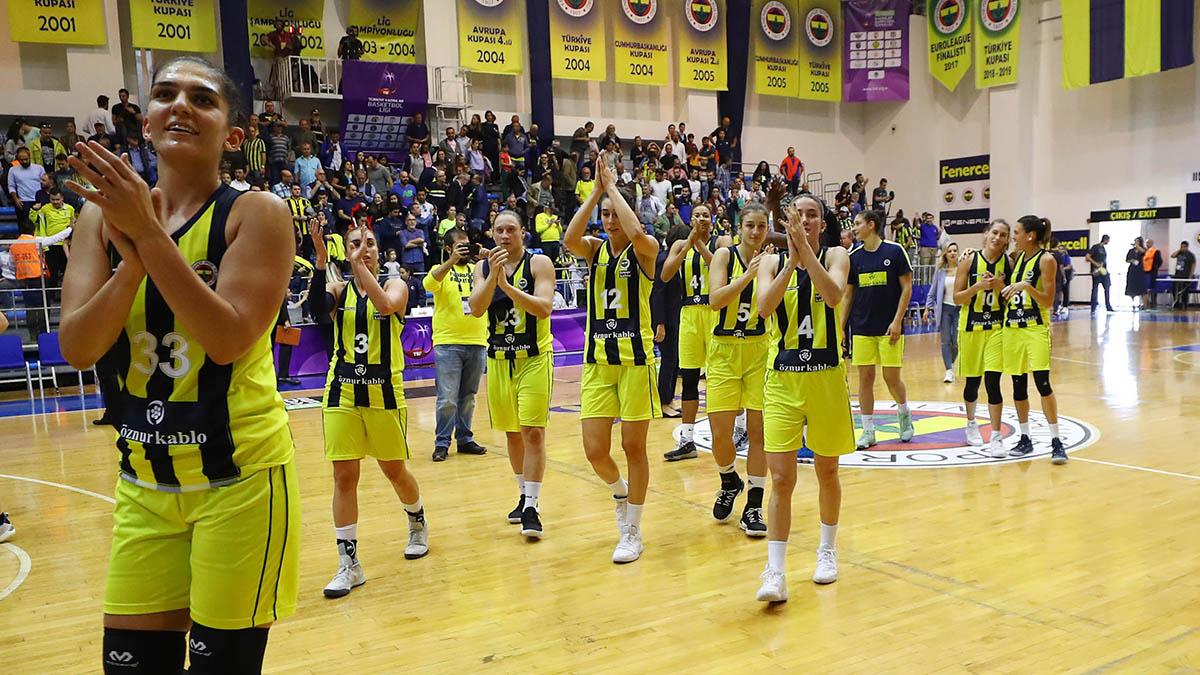 Fenerbahçe Öznur Kablo, İzmit Belediyespor'a konuk oluyor