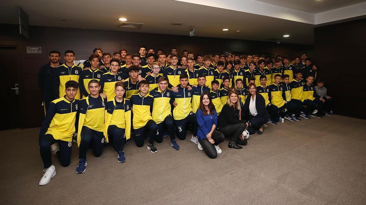 Altyapı sporcularımız Sporda Şiddetsiz İletişim Eğitim Seminerine katıldı