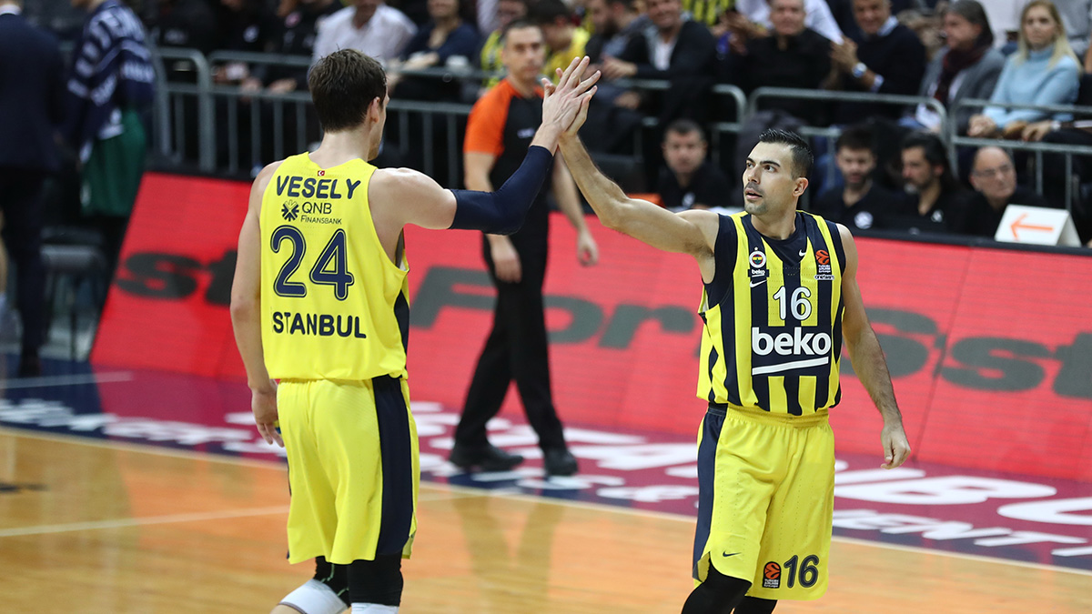 Kostas Sloukas ve Jan Vesely EuroLeague'de en iyi beşe seçildi