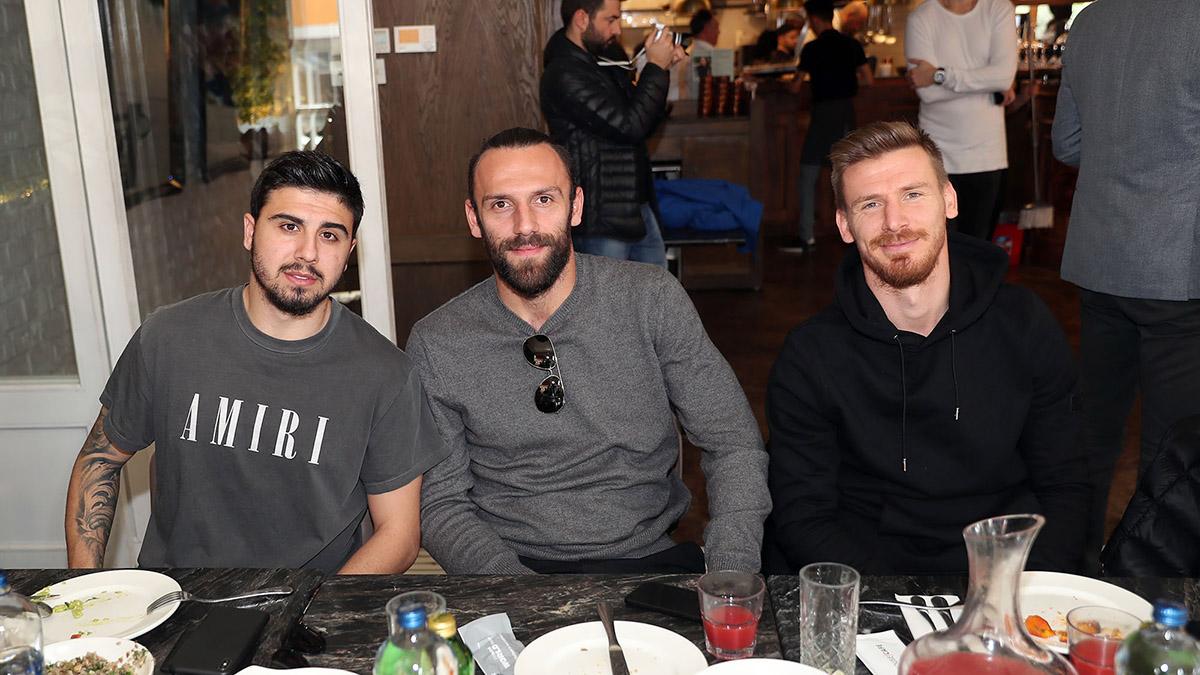 Futbolcularımız derbi öncesinde düzenlenen yemekte bir araya geldi