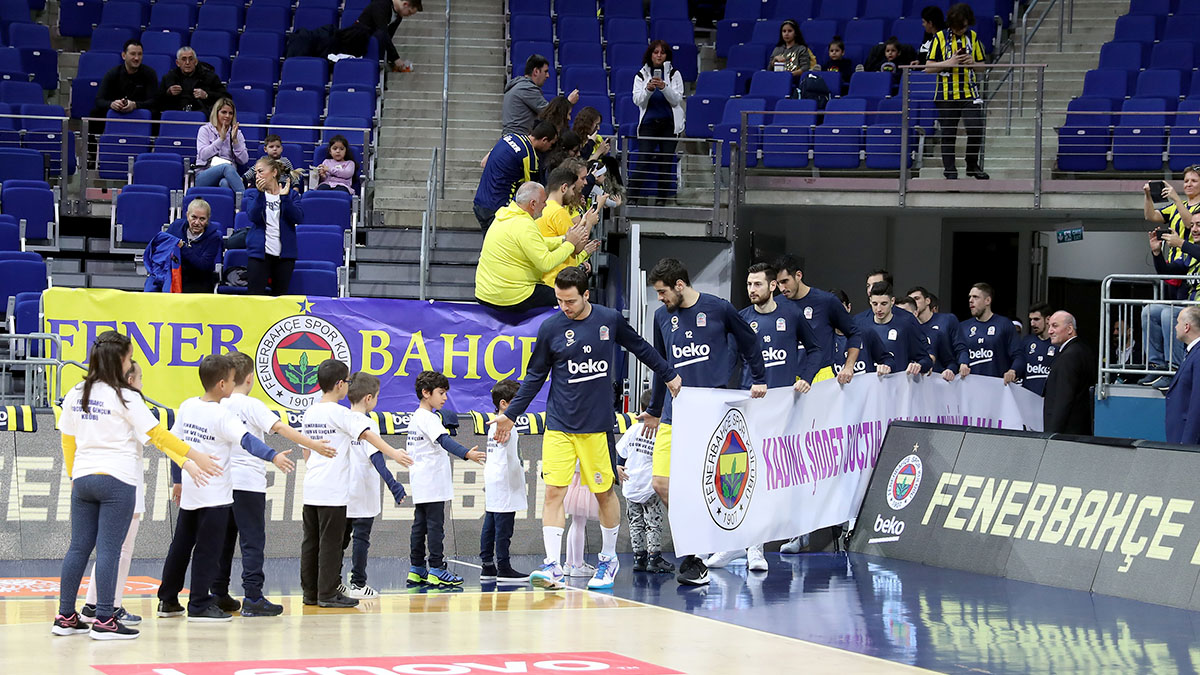 Fenerbahçe Beko maç önü seremonileri sürüyor