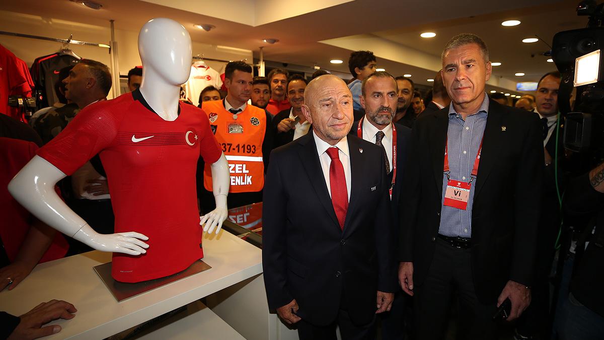 Türkiye Futbol Federasyonu Başkanı Nihat Özdemir'den Yöneticilerimize ve Fenerium mağazasına ziyaret