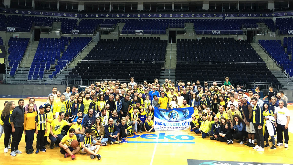 Taraftarlarımızdan Fenerbahçe Beko'ya moral ziyareti