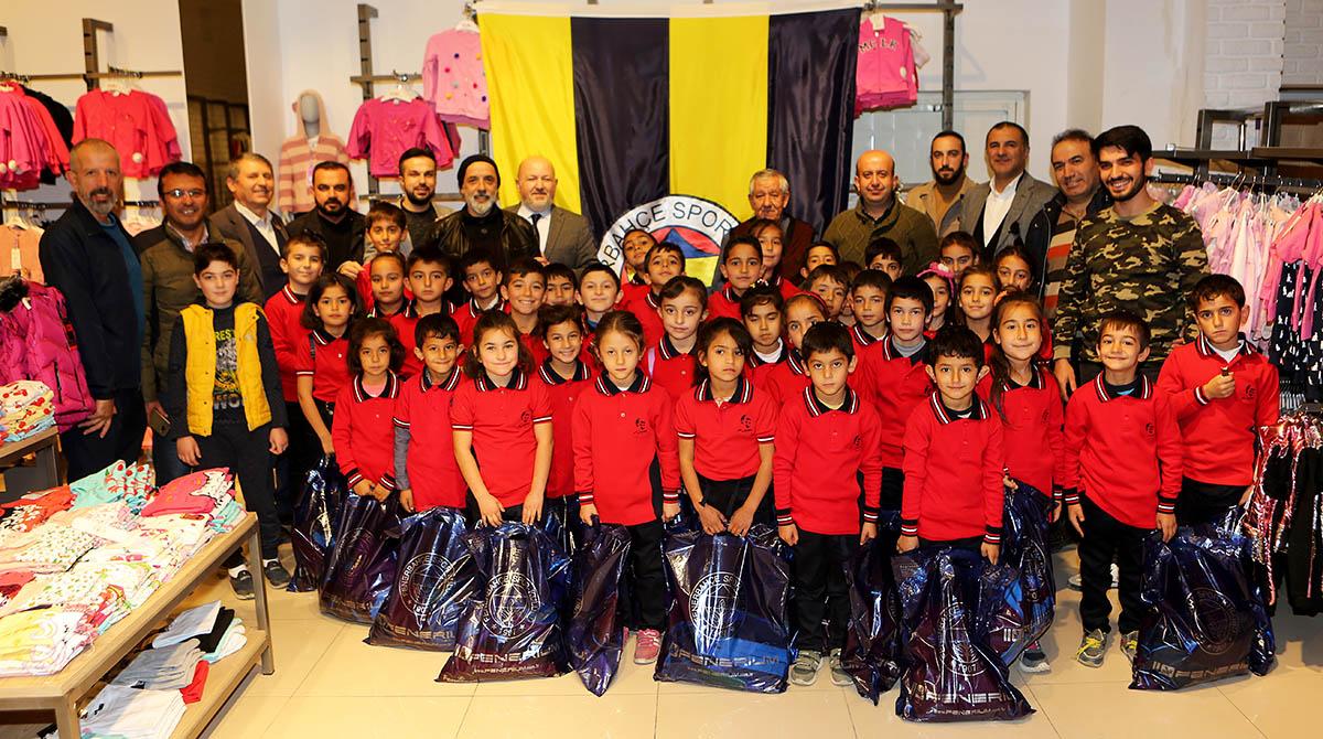 Çorum Fenerbahçeliler Derneği'nden öğrencilere kıyafet yardımı