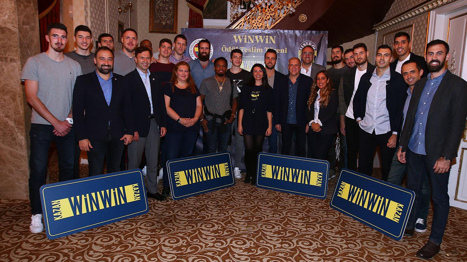 WinWin kampanyası talihlileri; Yöneticilerimiz ve basketbolcularımızla yemekte bir araya geldi