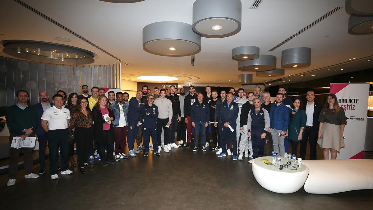 Erkek Basketbol Takımımız Fenerbahçe Beko'ya toplumsal cinsiyet eşitliği semineri verildi