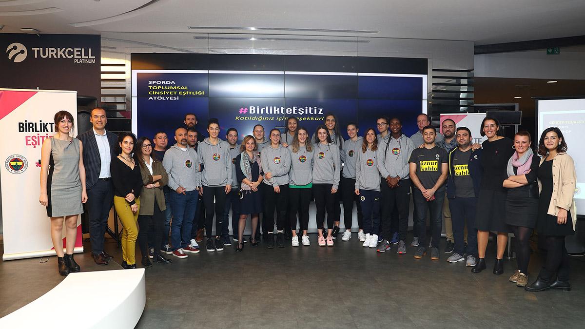 Fenerbahçe Öznur Kablo'ya toplumsal cinsiyet eşitliği semineri verildi