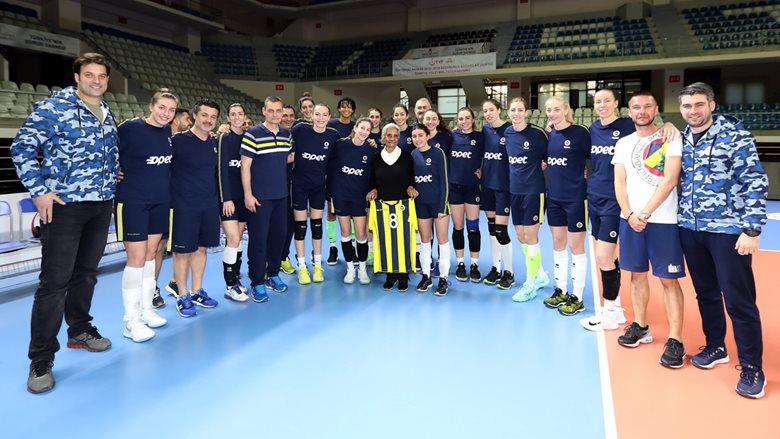 Ayten Salih, Scandicci maçı öncesi Sarı Melekleri ziyaret etti
