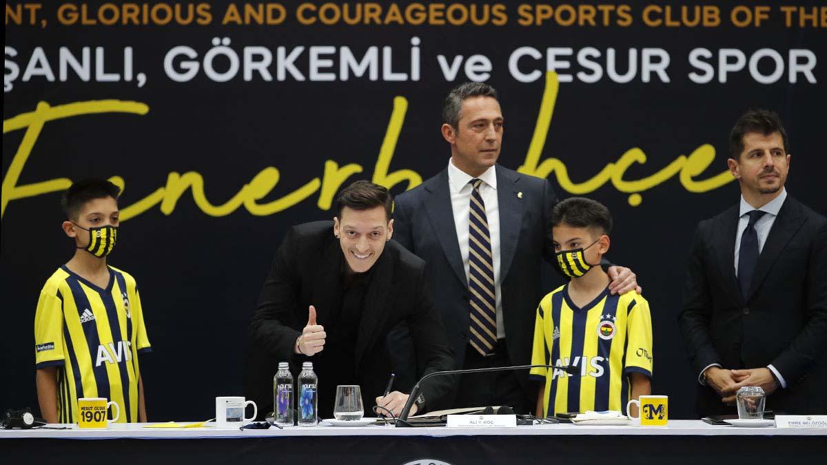 Mesut Özil Fenerbahçemize imzayı attı