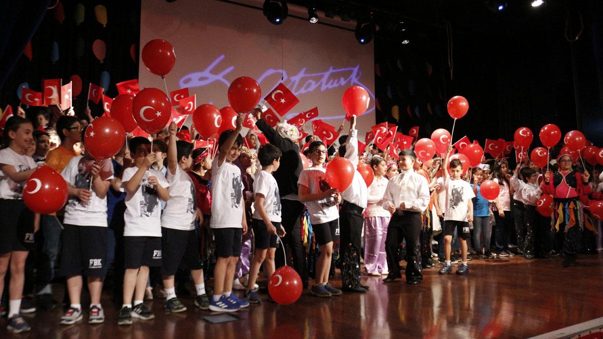 Fenerbahçe Koleji'nde 23 Nisan Ulusal Egemenlik ve Çocuk Bayramı coşkuyla kutlandı