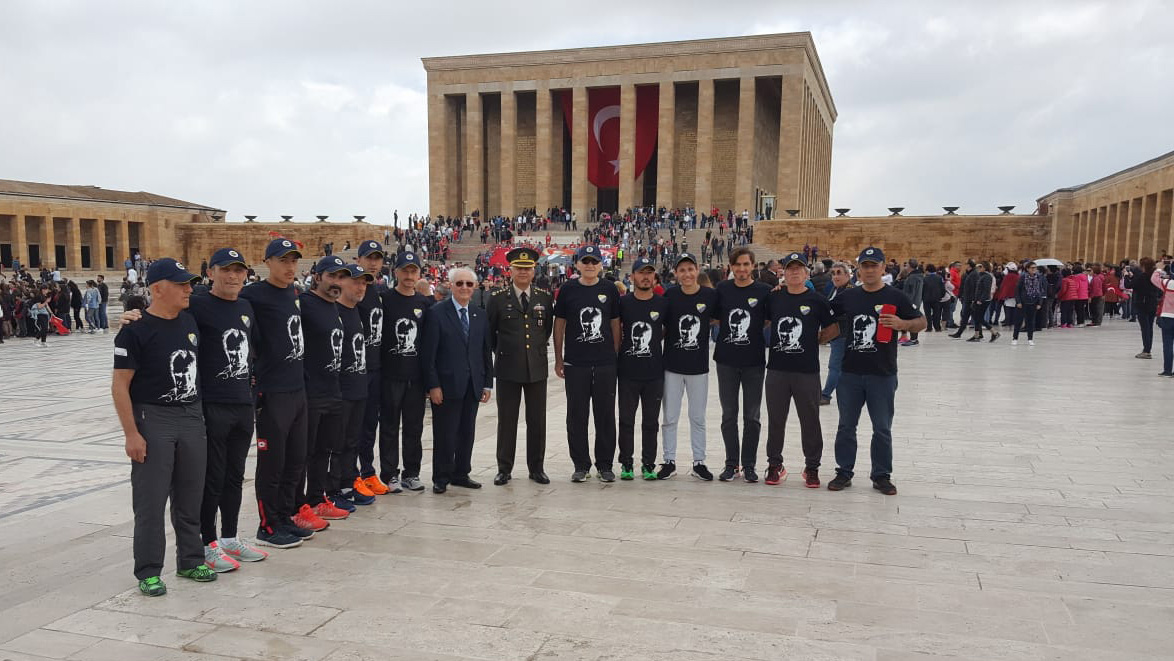 """""""Ata'ya Saygı"""" bayrak koşusu 19 Mayıs'ta Anıtkabir'de tamamlandı"""