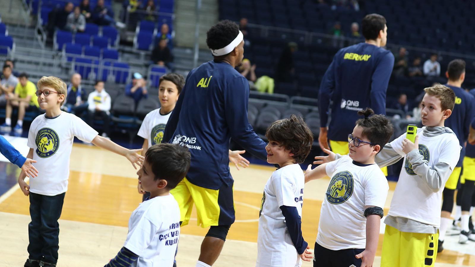 Fenerbahçe Beko maç önü seremonileri devam ediyor