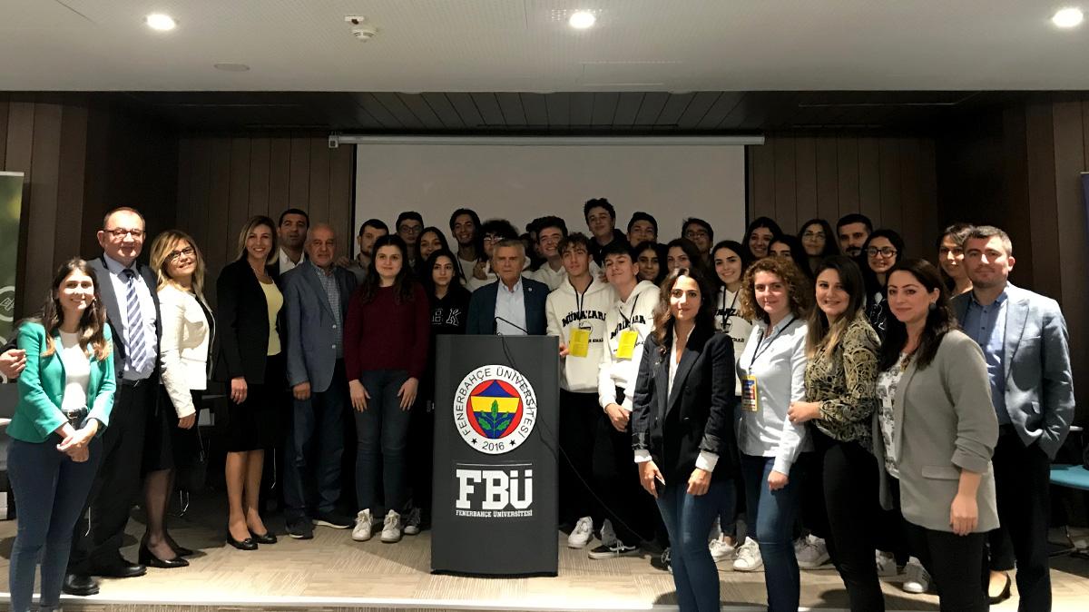 Fenerbahçe Koleji Çaylaklar Münazara Turnuvası gerçekleşti