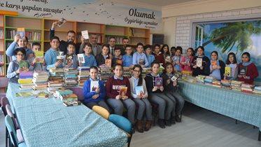 Fenerbahçe Çocuk ve Gençlik Kulübü'nden Elbistanlı öğrencilere kitap yardımı
