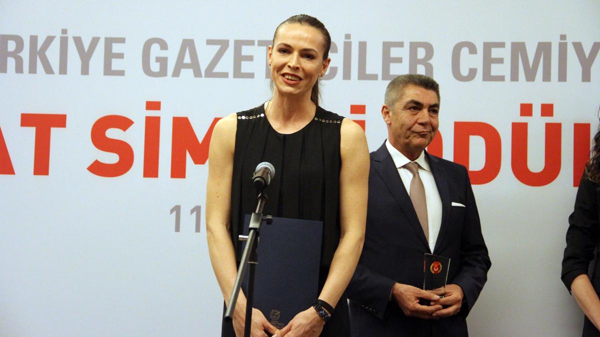 Kaptanımız Eda Erdem Dündar, Milli Takım adına ödül aldı