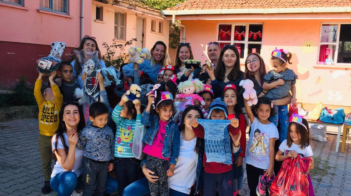 Gemlik Fenerbahçeliler Derneğimiz, öğrencileri sevindirdi