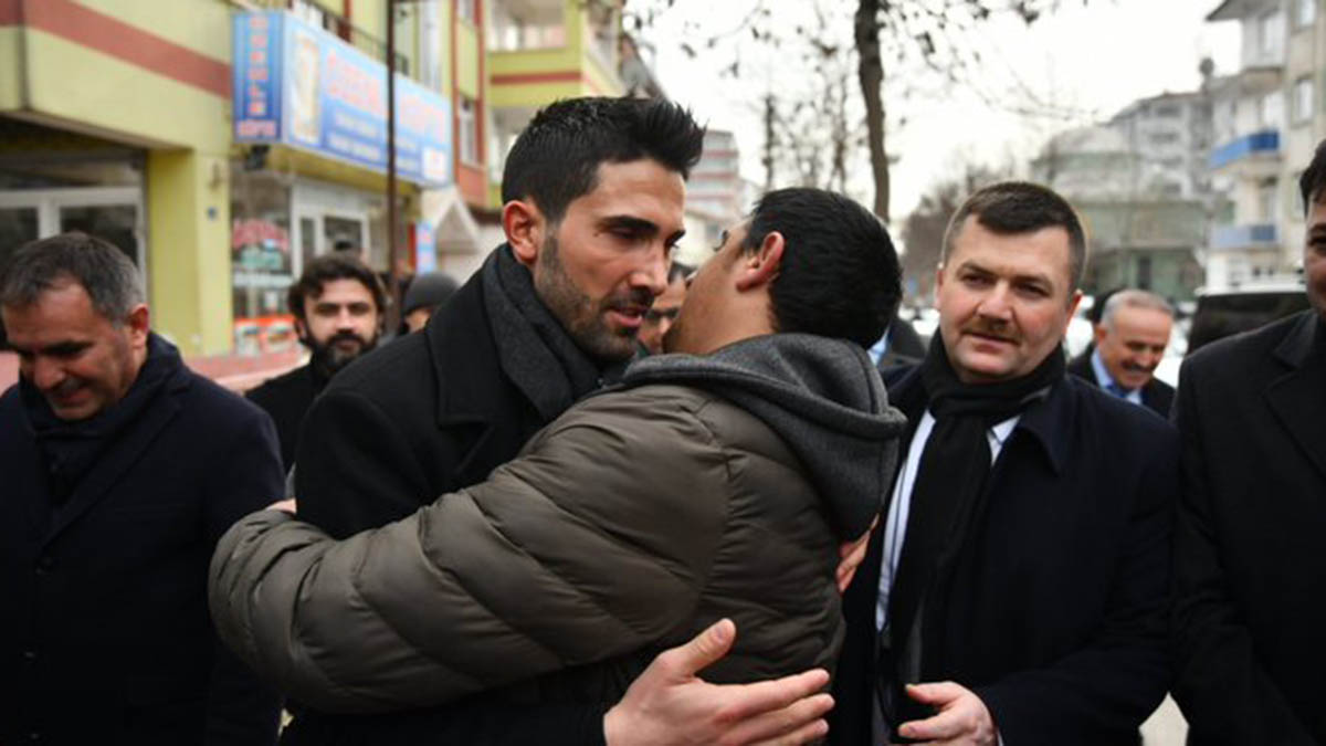 Kaptanlarımızdan Hasan Ali Kaldırım deprem bölgesinde