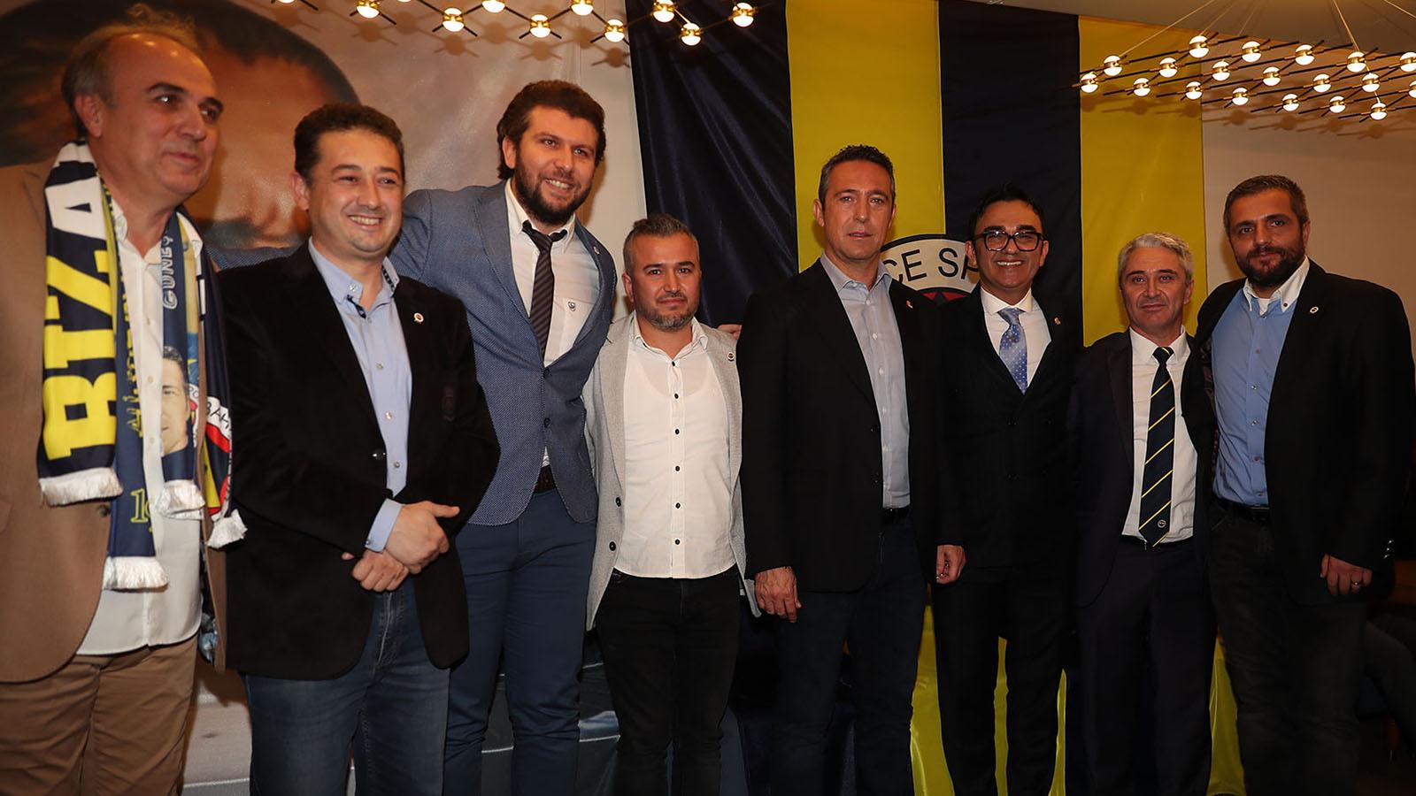 Başkanımız Ali Koç ve Yöneticilerimiz, İzmir'de kongre üyeliğine geçen taraftarlarımızla bir araya geldi