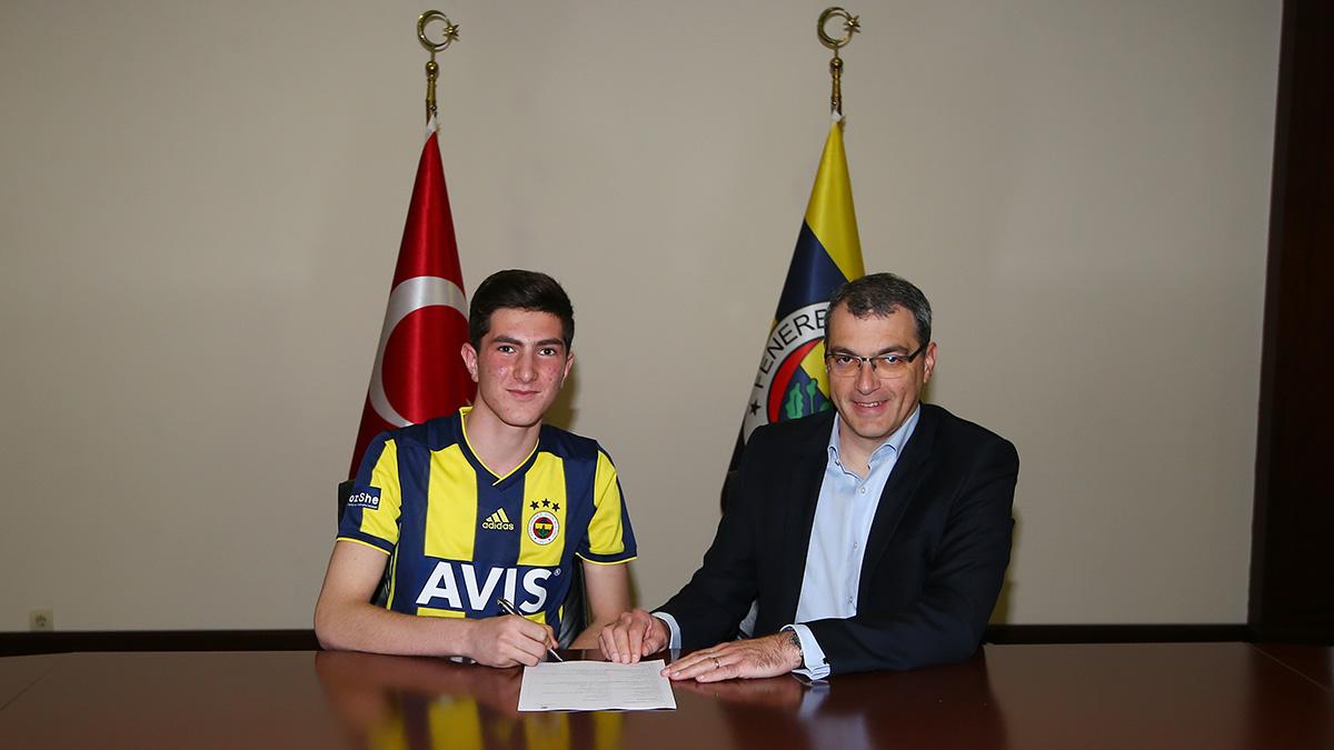 Osman Ertuğrul Çetin ile profesyonel sözleşme imzalandı