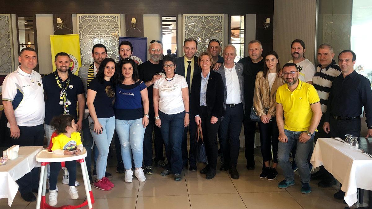 """Kocaeli Fenerbahçeliler Derneğimizden """"Fener ol"""" kapsamında kahvaltı organizasyonu düzenledi"""